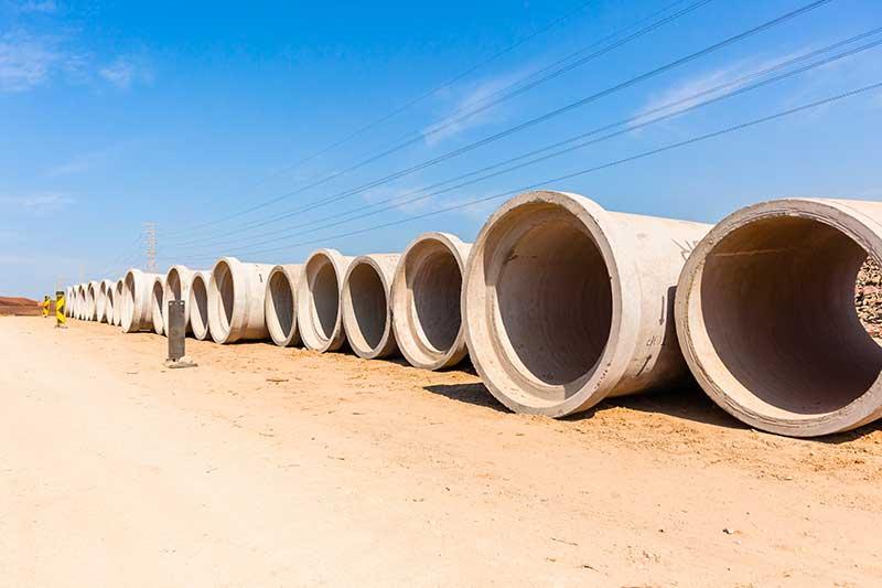 Nous vendons une gamme de tuyaux de béton neuf et usagé prêt pour l'installation. Nous vous offrons des tuyaux de diamètre varié allant de jusqu'à 24 pieds.